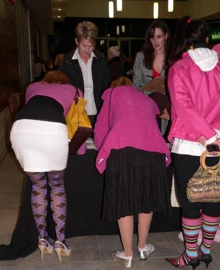 Heidi Klerck, Linda Nortier & Petra Lester sign in<br />Saturday, June 20th, 2009