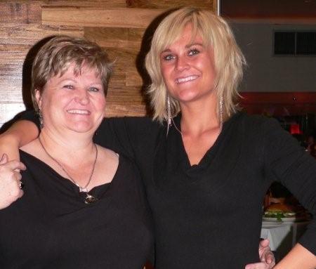 Arlene Wentzel (right) from Bangkok Wok, and her mom, Lanie<br />Thursday, July 23rd, 2009