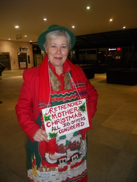 Christmas in July with Cedar Women at the Square<br />Friday, July 29th, 2011